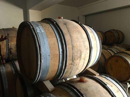 Vinet jäser på fat