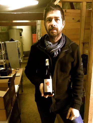 Arnaud med sin flaska